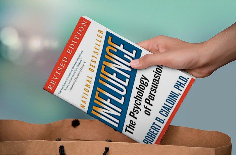 Business Bücher - Influence von Cialdini ist ein Muss